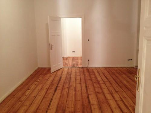 das wohnzimmer der neuen wohnung