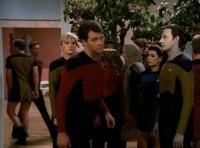 herren minirock-uniform in star-trek TNG, gesehen auf hulu.com