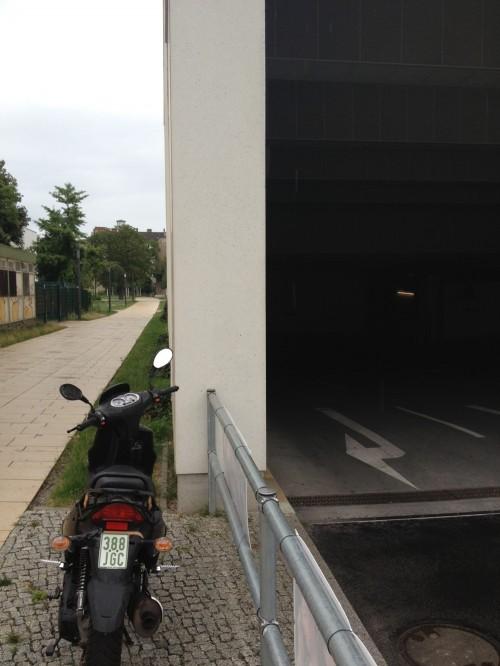 parkhauseinfahrt des �boulevard berlin�