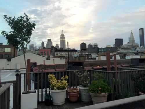 blick von einem dach in chelsea auf midtown