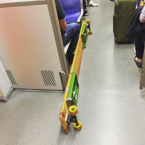 Longboard in der S-Bahn. The Bavarian Style